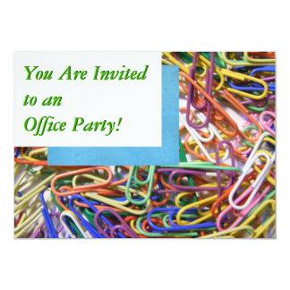 Invitation colorée de fête au bureau de trombones