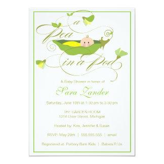 Invitation de baby shower - pois neutre dans une carton d'invitation  12,7 cm x 17,78 cm