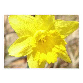 Invitation jaune de fleur de jonquille