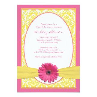 Invitation jaune rose de baby shower de marguerite