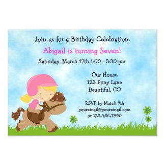 Invitation mignonne d'anniversaire de cheval pour
