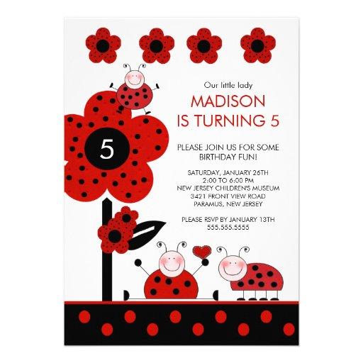 Invitation rouge et noire mignonne d'anniversaire