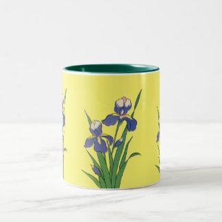 Iris floraux et pourpres vintages de jardin de tasse