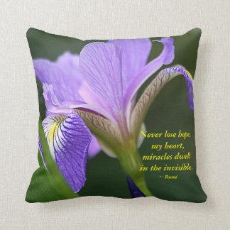 Iris pourpre et Rumi Coussin Décoratif