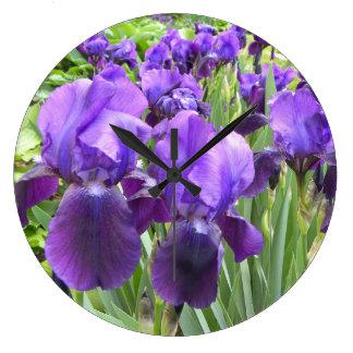 Iris pourpres en fleur grande horloge ronde