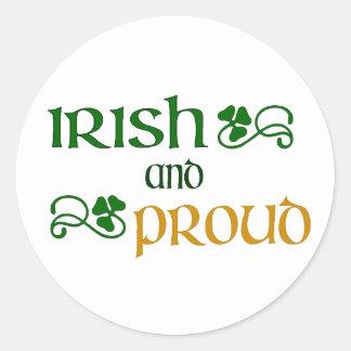 Irlandais et fier autocollant rond
