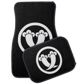 It is different to the circle, the clove car mat