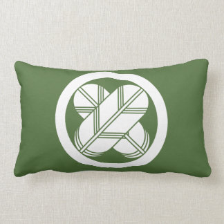 It is different to the circle, the feather (eight lumbar pillow