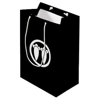 It lines up into the circle, the clove medium gift bag