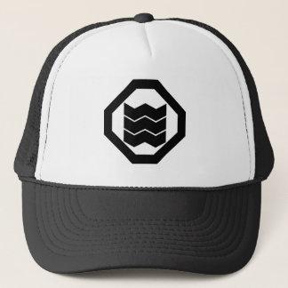 It shrinks in corner cutting angle, three trucker hat
