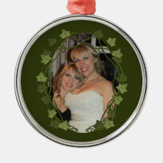 Ivy Circle Photo Frame Silver-Colored Round Ornament