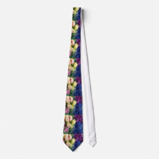 Jacinthes bleues pourpres de tulipes roses cravate