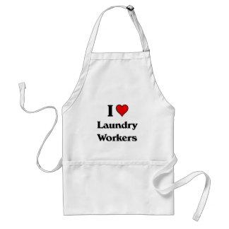 J'aime des travailleurs de blanchisserie tablier