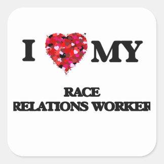 J'aime mon travailleur de relations inter-raciales sticker carré