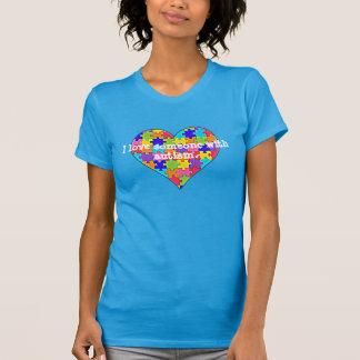 J'aime quelqu'un avec l'autism. tee shirts