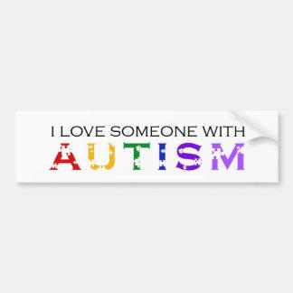 J'aime quelqu'un avec l'autisme autocollant de voiture