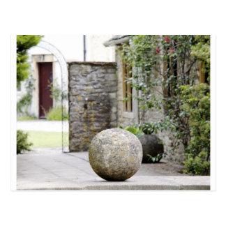 Jardin anglais - boule en pierre cartes postales