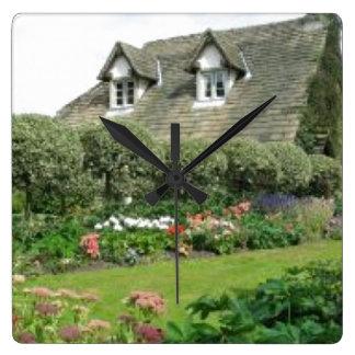 Jardin anglais de cottage horloge carrée