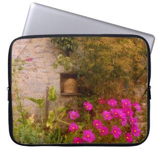 Jardin anglais de maison de campagne en été trousse ordinateur