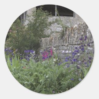 Jardin anglais - église adhésif rond
