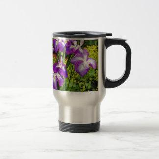Jardin d'agrément pourpre d'iris tasses à café