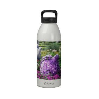 Jardin de l anglais de temps de thé bouteilles d'eau