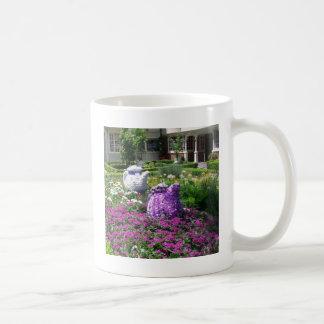 Jardin de l'anglais de temps de thé tasse