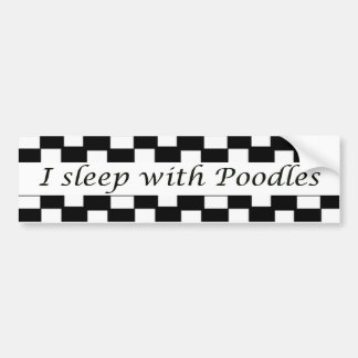 Je dors avec des caniches autocollant de voiture