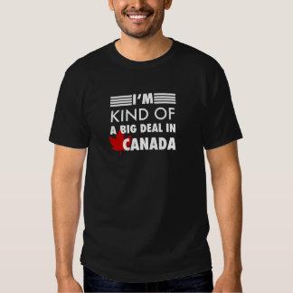 Je suis un peu une affaire au Canada Tee-shirts