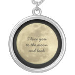 Je t'aime à la lune et au collier arrière