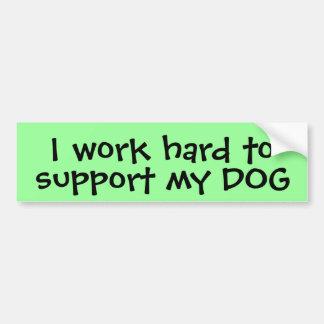 Je travaille dur pour soutenir mon chien adhésifs pour voiture