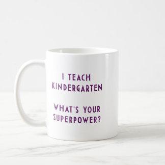 J'enseigne à jardin d'enfants ce qui est la votre  mug