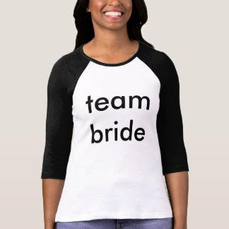Jeune mariée d'équipe tshirts