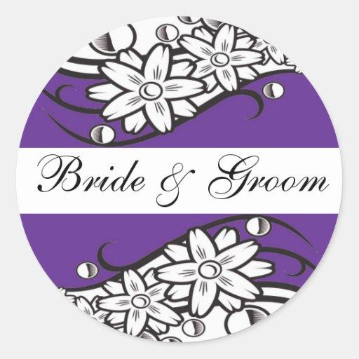 Joints floraux violets d'enveloppe de mariage de adhésifs ronds