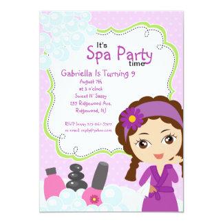 Jolie fête d'anniversaire pourpre de spa de fille carton d'invitation  12,7 cm x 17,78 cm