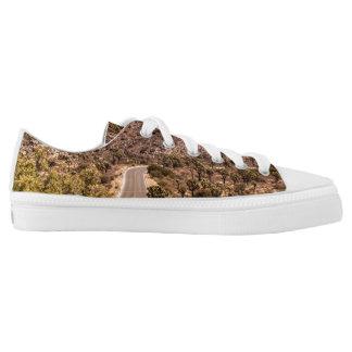 Joshua tree lonely desert road Low-Top sneakers