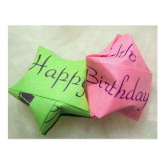 Joyeux anniversaire souhaitant la carte postale d'