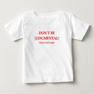 judge baby T-Shirt