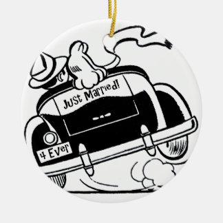 Just Married Couple in Car Round Ceramic Ornament