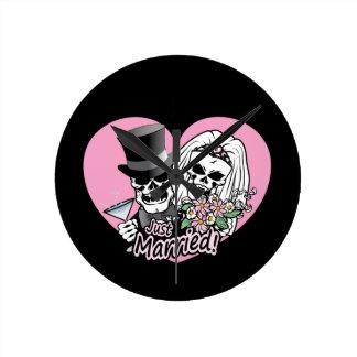 Just Married skulls Clock