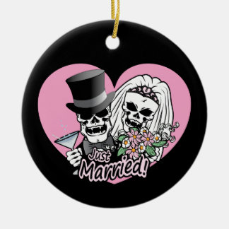 Just Married skulls Round Ceramic Ornament