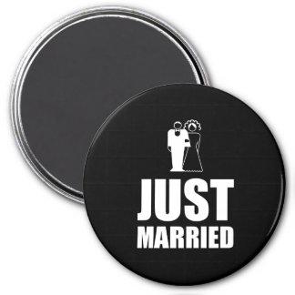 Just Married Wedding Bride Groom 3 Inch Round Magnet