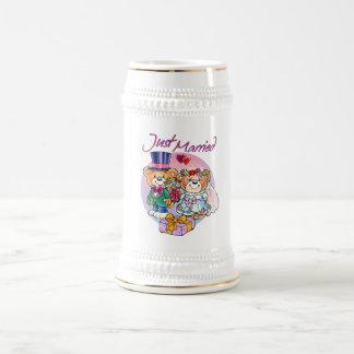 Juste couples mariés de mariage d'ours de nounours chope à bière