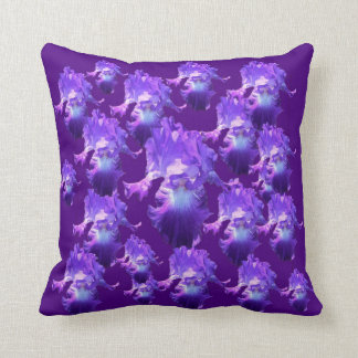Juste fleurs pourpres d'iris d'amour oreiller