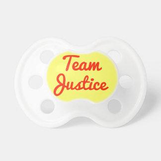Justice d'équipe sucette pour bébé