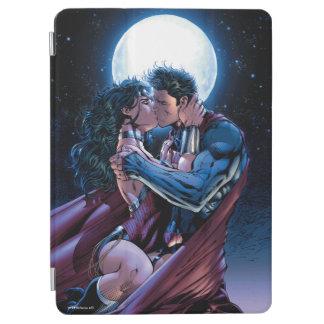 Justice League #12 Wonder Woman & Superman Kiss iPad Air Cover