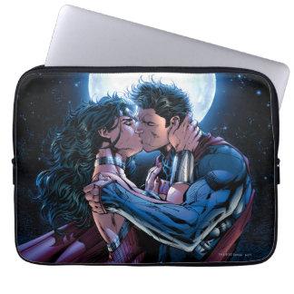 Justice League #12 Wonder Woman & Superman Kiss Laptop Sleeve