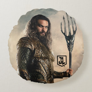 Justice League | Aquaman On Battlefield Round Pillow
