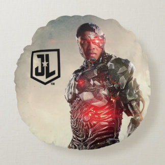 Justice League   Cyborg On Battlefield Round Pillow