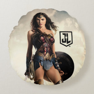 Justice League | Wonder Woman On Battlefield Round Pillow